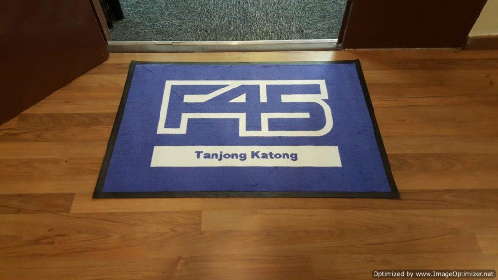 logo mat F45